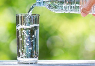 Alasan Air Putih dapat Membantu Menurunkan Berat Badan secara Alami