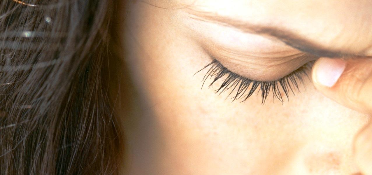 5 Cara Aman Menyembuhkan Mata Kelilipan dengan Mudah